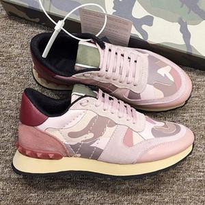 Valentino shoes 2020 del nuovo progettista Scarpe Uomo Donna scarpe di marca reale di cuoio di lusso della scarpa da tennis CAMUFFAMENTO Moda gomma costellano le scarpe bianche