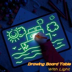 Çocuk Erkek Kız Işık Eğlenceli Ve Gelişmekte Ile Çizim Oyuncak Çizim Tahtasında Sihirli Beraberlik