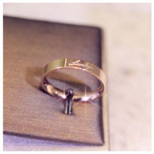Neue einfache glatte zweifarbige Nähte Titan Stahlring Art und Weise wilden Edelstein cz Paar Ring Liebe Ringe mit Kasten