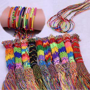 100pcs / set Mädchen buntes Armband bunte Linie handgewebte Handgemachtes Armband Schmuck Braid Schnur geflochtenes Freundschaftsbänder M995