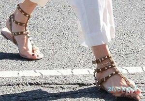 Color Rivets Spiked Gladiator Flat Women Sandals Stones Studded Flip Sandal Big Size Designer Women Cheap Shoes Summer z02