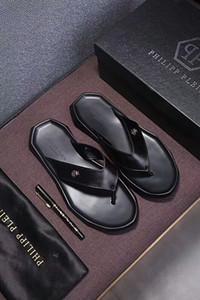 Moda Lüks Tasarımcı Kadınlar Terlik Sandalet Ladies Beach Terlik Tide Erkek Perçin saplama Terlik Kaymaz Deri Casual Dikenler Shoes4 Mens