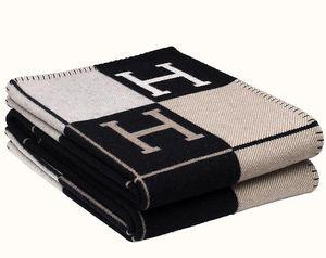 Letra H cachemira manta imitación lana suave mantón de la bufanda de la tela escocesa caliente portátil Sofá cama paño grueso y suave de punto banda Towell Cabo Gris / Negro Manta