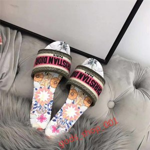 2020 Fashionable luxury slippers, stylish and comfort i-color selection brings out the youthful charm of vitality, size 35-42