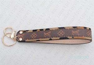 Diseñador de cuero de la PU llavero llavero Titular de lujo para eslingas Diseño del bolso del bolso pendientes colgantes encantos KeyRing D5607 titular del monedero de