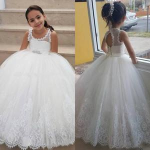 2019 blanc robes de fille de fleur de tulle pour la dentelle de mariage Applique étage longueur filles robes de reconstitution historique sans manches enfants robe de bal d'anniversaire
