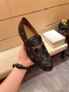 Italienische Marke beiläufige Schuh-echtes Leder-Kuh-Veloursleder-Troddel Männer Loafers Entwerfer-Marken-Beleg auf Kleid Schuhe Oxfords Schuhe für Mann Red S HY661