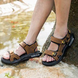 Véritable Cuir Hommes Chaussures Top Qualité D'Été Casual Doux Hommes Romain Sandales En Caoutchouc Chaussures En Ligne Hommes Sandales Plage Chaussures Mâle Grand T200420