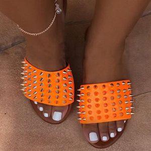 Siddons Rivets Studs Designer Shoes Femmes Chaussons Mode Femmes Summer Beach Chaussures Femme Mulets Flats Chaussons Zapatos Mujer