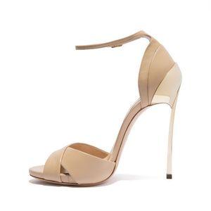 Hot2019 Métal Sexy Paquet de chaussures fines avec des chaussures Toe Hasp Sandales