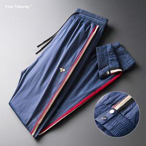 2019 New Mens Jogger Pants Bee Embroidery Drawstring Sports Pants High Fashion Side Stripe Designer Joggers Men Pantalon Homme T200704