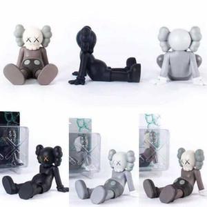 kaws Puppe-Abbildungen 23CM Sitzposition Original Fake Kaws Verpackung mit Farbenkasten Neueste Hot Styles Desktop-Dekoration