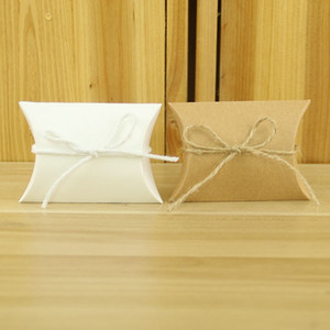 50pcs / lot Bevorzugungs-Süßigkeit-Kasten-Beutel-Handwerks-Papier Kissenform Hochzeitsbevorzugungsgeschenk Boxen Packpapier-Party Box Taschen Geburtstags-Party Versorgungs DBC BH3685