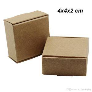 B 50 Piezas 4x4x2 cm Brown Paper Board Jabón Hecho joyería de accesorios de embalaje de papel regalos de cumpleaños caja de Kraft Crafts pila de almacén Anillo