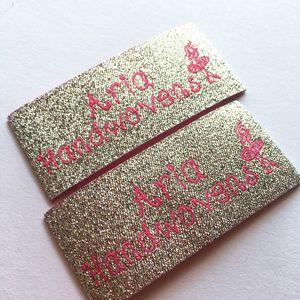 مخصص المنسوجة التسمية للأقمشة بالجملة 1000 قطع مخصص اسم العلامة التجارية شعار التسميات المعدنية الفضة المعدنية نسج النسيج