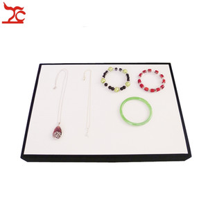 Bandeja de exhibición de la joyería de alta calidad vitrina plana de terciopelo negro y soporte de soporte de la joyería de cuero blanco Envío Gratis