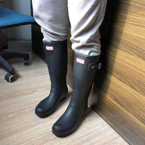 Europeus e americanos de moda alta Rainboots Mulher chuva Shoes Homens Rubber equitação botas impermeáveis e antiderrapante Matt Overshoes