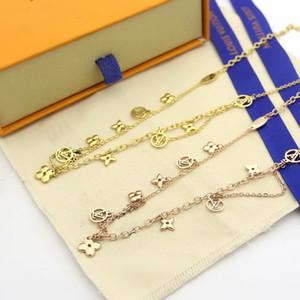 aço Europa América Moda Estilo Lady Titanium V Letter 18K banhado a ouro duplo colares Com Quatro Flor Folha múltipla Pendant 3 cores
