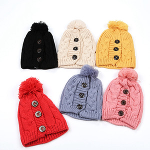 Mode féminine chaud Protection des oreilles Bonnet en maille Mode hiver Bouton Twisted Bonnet Cap de plein air douce Articles de fête cap Ski 7styles RRA2098