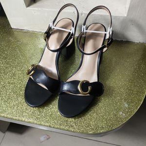 Yeni Avrupa klasik lüks terlik mal tarzı bayanlar yüksek topuklu sandalet ayakkabı saf deri hakiki altın mektup kemer to ...