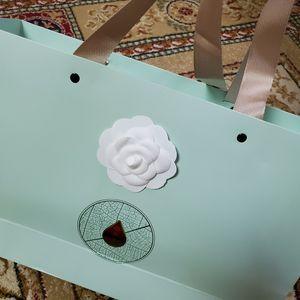 الكاميليا 8PCS / lot اللون الأبيض الكاميليا DIY الجزء 7X7CM ذاتية اللصق لC VIP عصا على حقيبة والأحذية أو بطاقة DIY الاكسسوارات والمجوهرات المصنوعة يدويا
