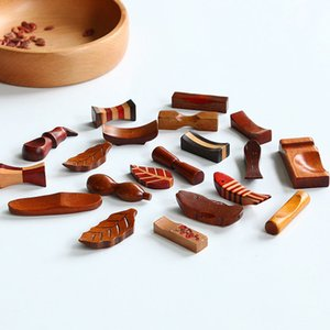 New Japanese Style Wooden Chopsticks Rest Spoon Chopsticks Tableware Holder Rack Handcraft Table Decoration Accessories Free Shipping