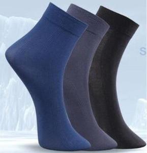 Мужские суперэкстремальные Тонкие бамбуковые волокна и полиэфирные летние Дышащие вентилирования носки Ультра-тонкий невидимый Дезодорант и прочный