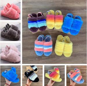 Nouveau modèle de couleur chaude femmes Furry Chaussons Belle Fluff Ouais Chaussures Indoor glisser Bottes de luxe de femmes Sandales de fourrure Slides Chaussons