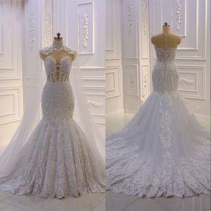 Design Meerjungfrau-Hochzeitskleid mit Kap vestidos Novias-Kappenhülsen-Spitzenapplikationen Sheer Button Back Brautkleider