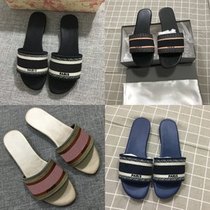 2020Top qualidade MULE Dway EN COTON BRODE SLIDE Luxury Designer Sandálias Mulheres New Style Top Quality Moda Womens Slipper Tamanho 35