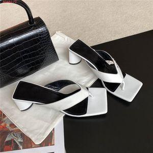 Au début du printemps 2020 Sandales talons hauts nouveau style avec des talons épais multi-couleurs flip-orteils et refroidir pantoufles avec la taille de la boîte 35-42
