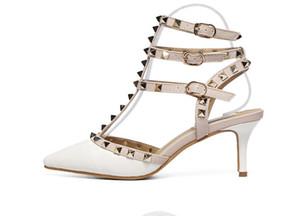 Hot Sale-designer de luxo mulheres sapatos de salto médio sandálias de cunha sandálias sexy vermelho fundo pico Partido casamento studded Sandales pour femmes 6 cm