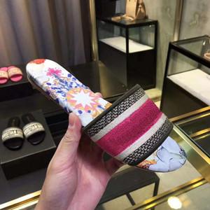 H917 2019 New Fashion Designer Chaussures Femme Imprimé Designer antiglisse babouche femme Sandales de bain Intérieur 8 couleurs Taille 35-41