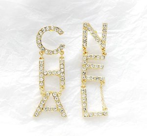 Hot Designer Full strass / Full Pearl lettre gland boucles d'oreilles pour les femmes mode asymétrique Stud boucles d'oreilles bijoux cadeaux livraison gratuite