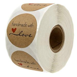 10Rolls 5000PCS Natural Kraft Paper Rodada cozida com etiquetas do amor com coração vermelho no cozimento Luvas de 1,5 polegadas adesivo Etiqueta BQ01