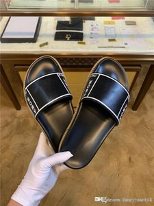 Mens new slippers monogrammed leather slippers word beach swimming pool slide half slipper sandals With original packaging