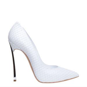 zapatos de tacón alto de las nuevas mujeres de Europa y América del estilete talones de la manera taza de metal sexo del dedo del pie zapatos solo en punta mujeres blancas vestido de los zapatos