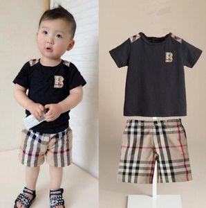 Conjuntos de ropa de diseñador del verano de los niños del bebé de la camiseta del muchacho de los pantalones de dos piezas 2pcs para niños 1-7 años de edad Traje de lujo