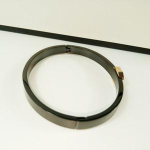 Yeni stil Klasik Avrupa Titanyum çelik bilezik El süsler Bileklik Siyah CC moda aksesuarları için sayaç hediyeler