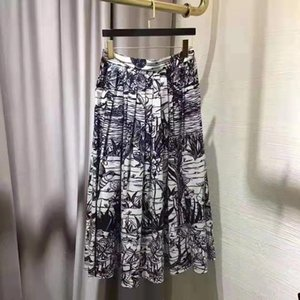 Spring and summer 2020 new bird plant print skirt elegant and versatile long skirt pure cotton pleated skirt