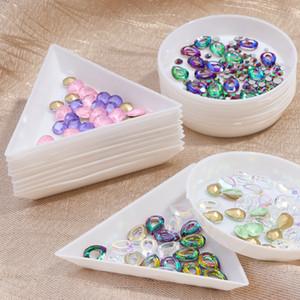 Conjuntos montón kits 5pcs blanca Triángulo de plástico redondo diamantes de imitación bolas de cristal de uñas de arte Clasificación bandejas de uñas Los productos de almacenamiento del soporte de exhibición de la herramienta ...