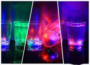Colorato Led Cup Lampeggiante Led Led Bicchieri di plastica Luminoso Neon Cup Festa di compleanno Bar notturno Bevanda di nozze Vino Flash Piccola tazza