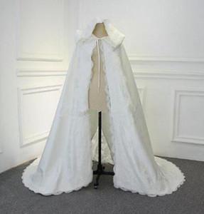 Новое прибытие зимы Wedding плаща Cape кружева аппликация с капюшоном с меховой отделкой Длинные Bridal Обертывания Куртки Специальная партия Банкет женщин Wrap