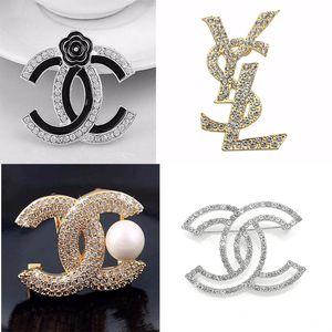 New Designer Broches famosa carta Rhinestone Broche Pin Tassel Luxo Broches Mulheres Moda Jóias Roupas Decoração Hot