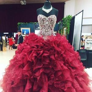 Robe de bal perlée Cristaux Organza Bourgogne Bourgogne Quinceanera chérie Volants en cascade Sweet 16 Pageant robes de soirée de bal d'étudiants
