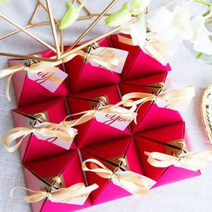 50pcsRose Red triangolare Piramide dolce di caramella di favori di nozze di carta Contenitori di regalo E65B