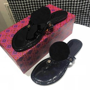 Venta caliente de alta calidad de diseño de color 10 hueco hacia fuera chanclas adecuado para el uso de sandalias de goma, desgaste - zapatillas resistentes en indoo verano
