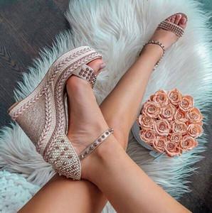 Sommer-Art-rote Sohle Schuhe High Heels für Frauen-Rot-Unterseite Chocazeppa Keil flache Schuhe Flacher Sandalen mit silberfarbenen Nieten Gladiator S