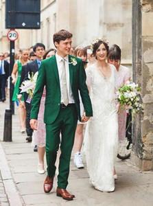 Nuovi Smoking stile classico dello sposo Groomsmen Verde con risvolto Risvolto Best Man Suit Abiti da uomo Blazer per uomo (giacca + pantaloni + cintura + cravatta) 1298