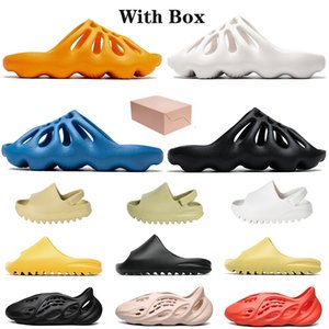 Foam Runner Kids Kanye Slides Sandals STOCK X 2020 Enfants Diapositives Pas Cher Mode Résine Os Désert Sable Designer Pantoufle Hommes Femmes Mode Créateur Diapositives Sandales